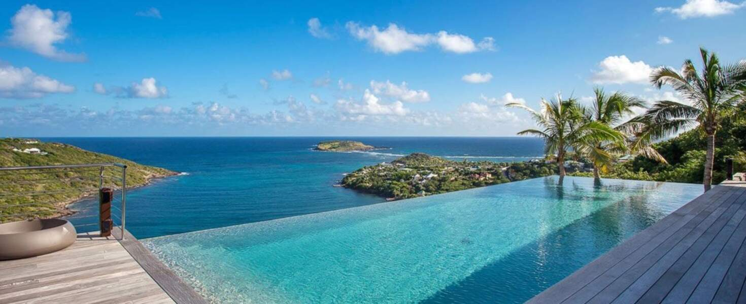 La villa Joy de Laeticia Hallyday à Saint-Barth : la piscine et son grand deck