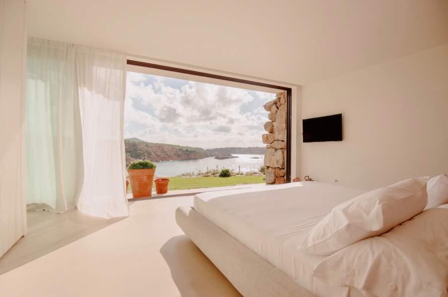 La chambre principale et deux suites occupent le niveau supérieur de la villa louée par Meghan Markle et Harry