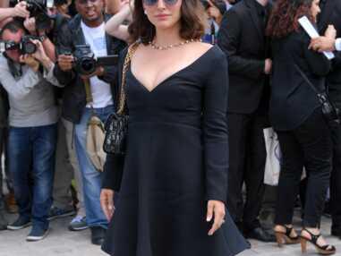 Natalie Portman, sublime en robe décolletée au défilé Dior Haute-Couture