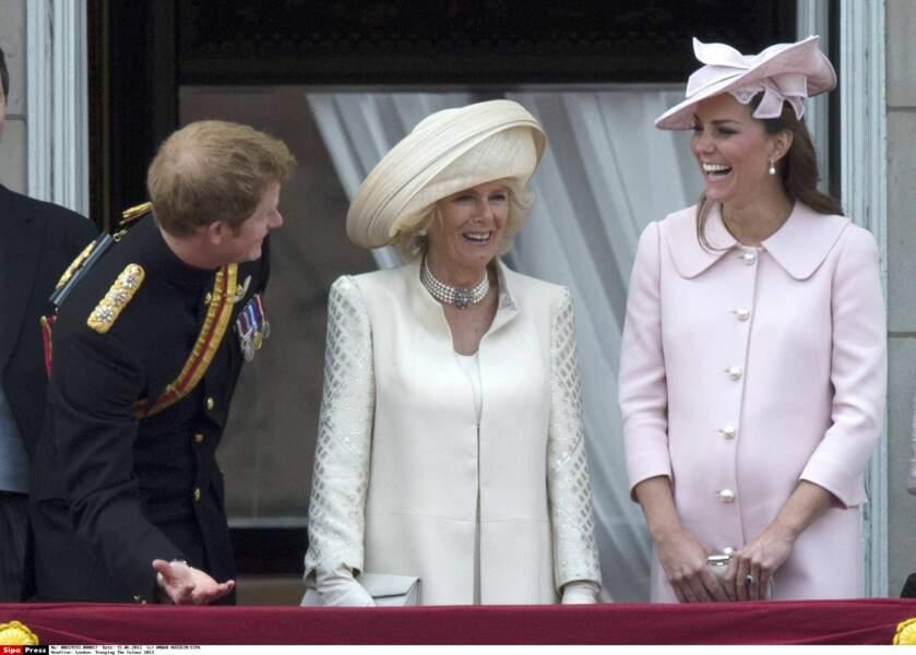 Le prince Hary se régale des éclats de rire de sa belle-soeur