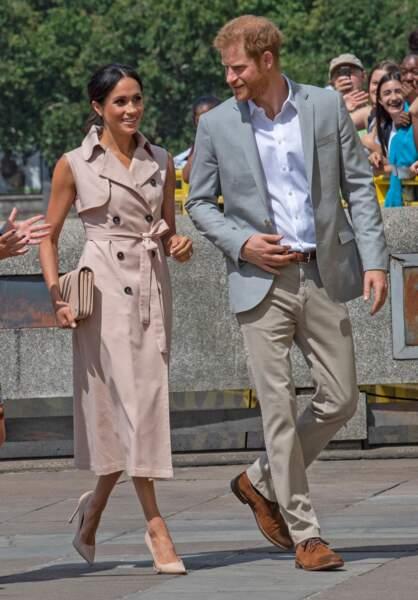 Meghan Markle, duchesse de Sussex, opte pour une veste sans manche rose pâle.
