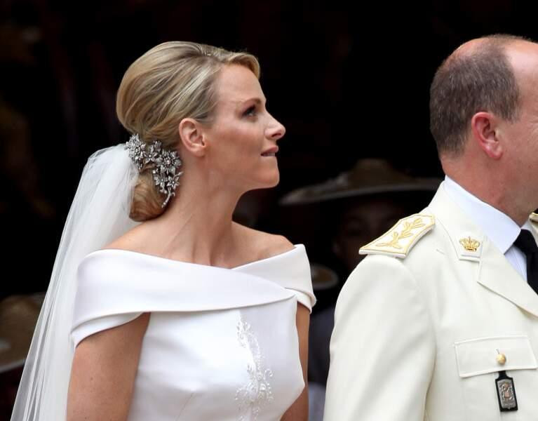 Sublime chignon pas si classique avec effet bombé et bijoux pour orner la nuque de Charlène de Monaco le 2 juillet