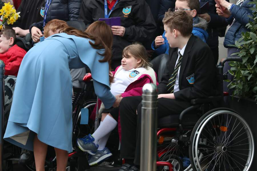 Kate Middleton donne de son temps lors de sa visite en Irlande du Nord, le 28 février 2019.