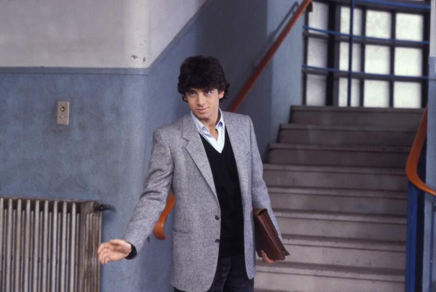 """Patrick Bruel sur le tournage du film """"Profs"""", en 1985"""