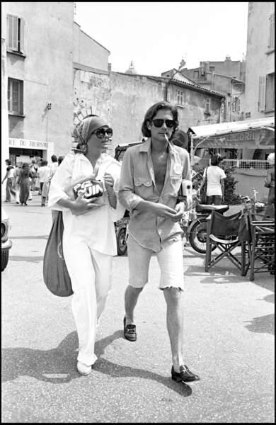 Romy Schneider et Daniel Biasini dans les rues de Saint Tropez en 1976