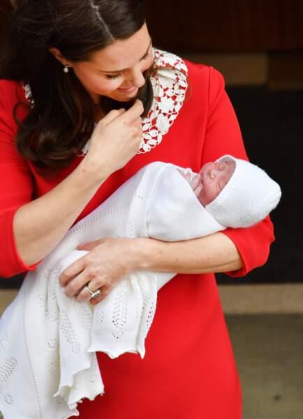 Kate Middleton devant l'hôpital St Mary de Londres le 23 avril 2018, après la naissance de son fils Louis