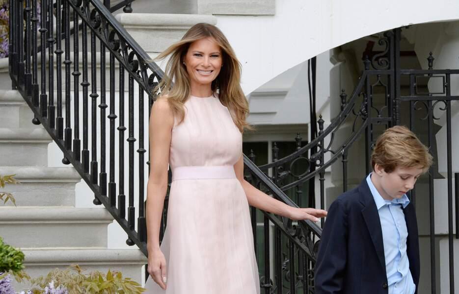 Melania Trump et Barron lors de la traditionnelle chasse aux oeufs de pâques à la Maison Blanche, le 17 avril 2017