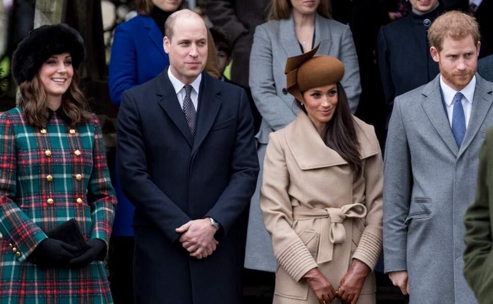 La famille royale d'Angleterre arrive à la messe de Noël à l'église Sainte-Marie-Madeleine, le 25 décembre 2017.