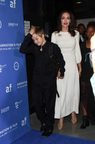 Angelina Jolie n'a pas lâché la main de la petite Shiloh