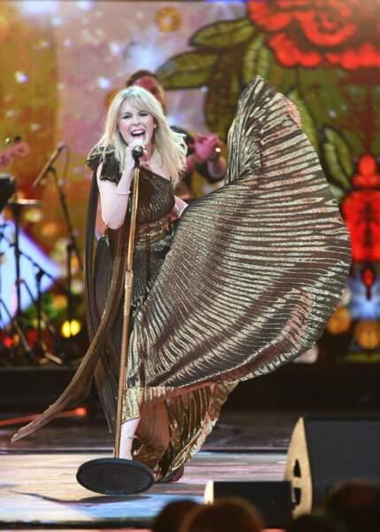 Kylie Minogue en robe lamée à l'occasion du 92ème anniversaire de la reine Elizabeth II