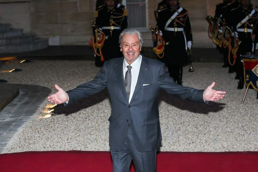 Alain Delon s'est rendu à l'Élysée ce lundi 25 mars, pour un dîner d'État en l'honneur du président chinois