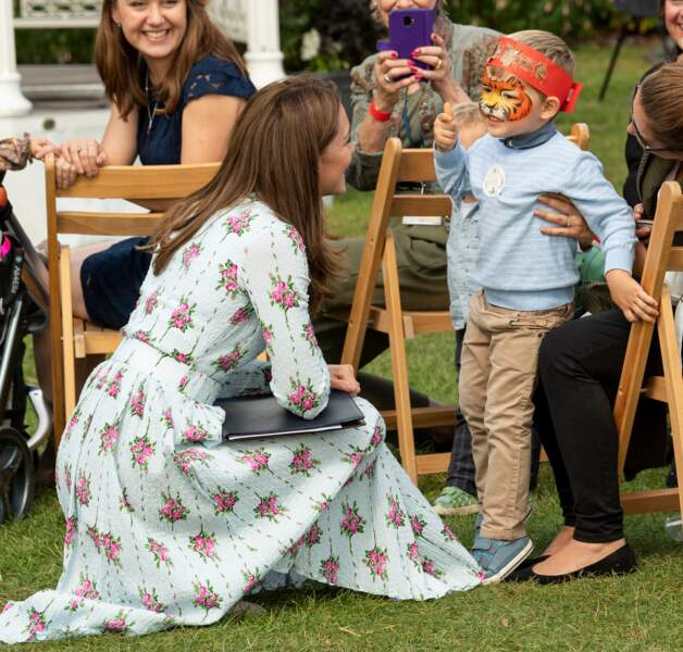 Kate Middleton en robe Emilia Wickstead pour une apparition surprise