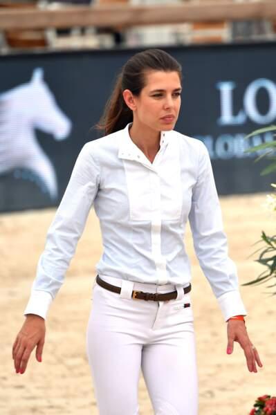 Pour être éclatante, pas besoin d'artifice pour la belle de Monaco, une tenue d'équitation très virginale suffit