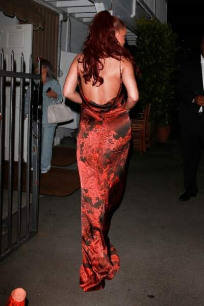 Rihanna maximise l'effet sirène avec sa demi-queue de cheval et ses cheveux rouges