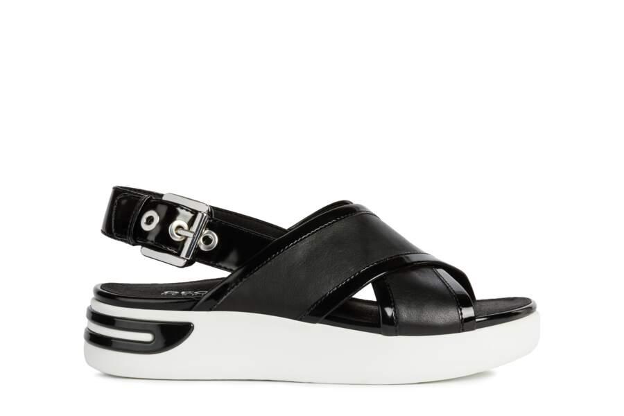 Sandales compensées en cuir à semelles respirantes, 90 €, Geox.