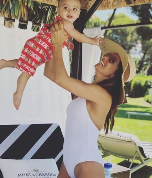 Eva Longoria, maman aux anges avec son fils d'un an a visiblement opté pour le blanc pour cet été 2019