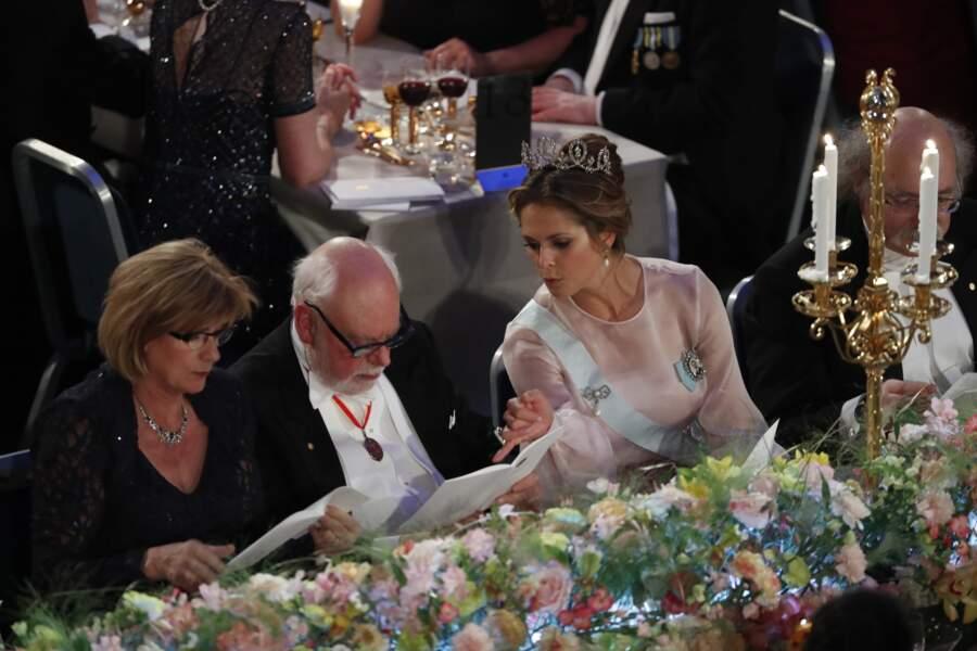 La princesse Madeleine radieuse à table