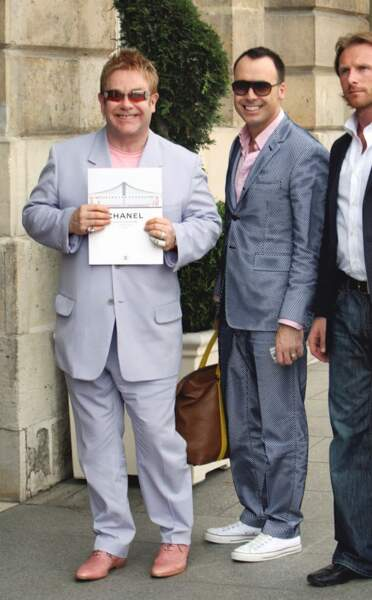 Elton John et son mari David Furnish se rendent à un évènement Chanel au Ritz
