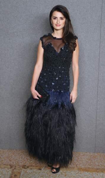 Penelope Cruz la nouvelle égérie mode de Chanel sublime nr obe longue fourreau