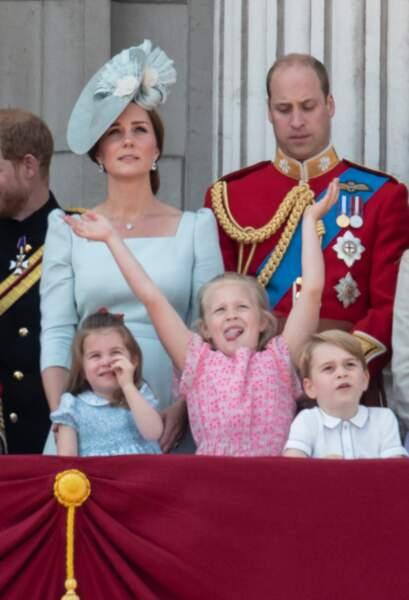 """La famille royale assiste rassemblement militaire """"Trooping the Colour"""" (le """"salut aux couleurs"""")"""