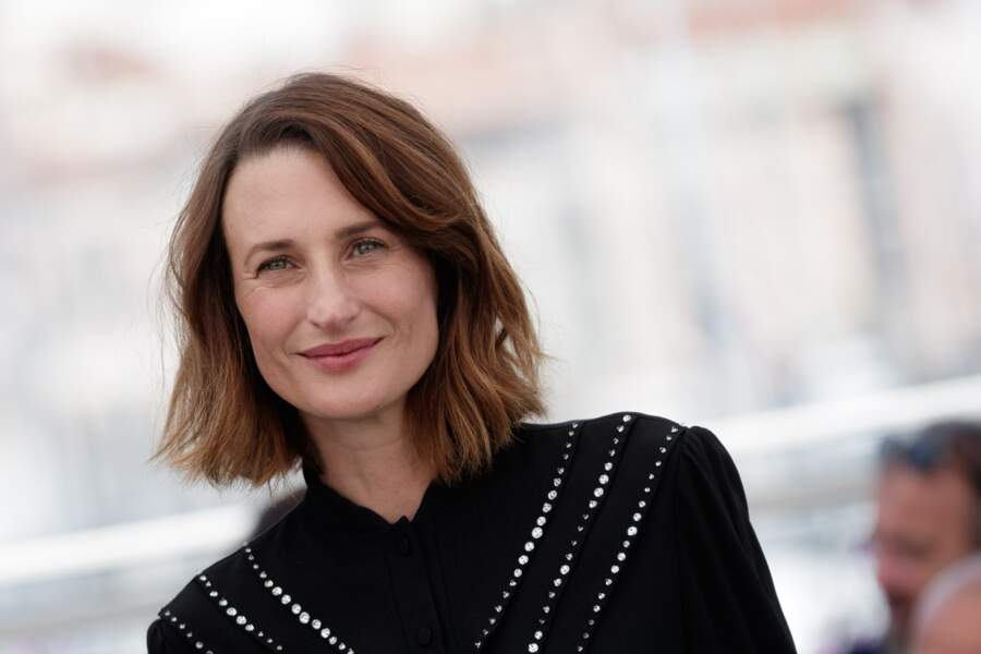 Le blond foncé ultra naturel de Camille Cottin.