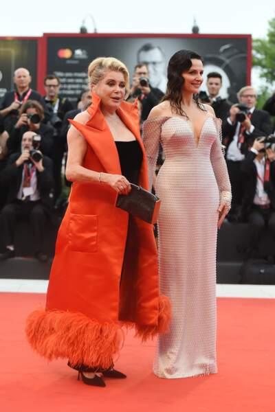 Juliette Binoche portait une robe qui mettait en valeur ses courbes féminines