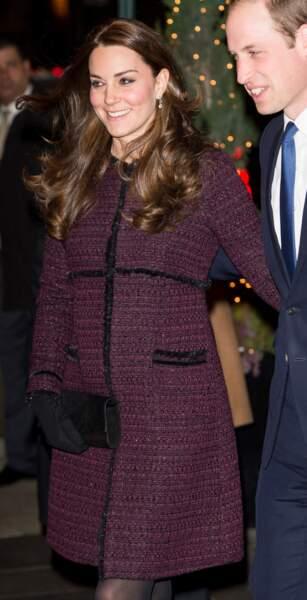 Kate Middleton (alors enceinte de Charlotte) dans son manteau Séraphine, à New York, le 7 décembre 2014