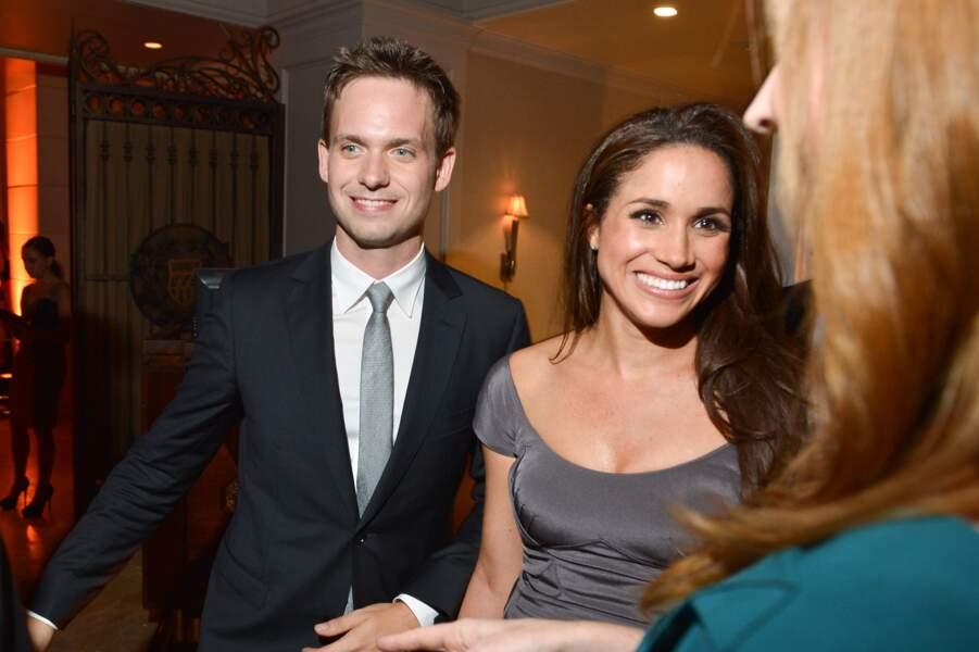 """Meghan Markle et Patrick J. Adams, son partenaire dans la série """"Suits"""" à Toronto, en 2012"""