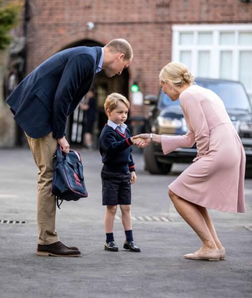 Le prince George accueilli par Helen Haslem, directrice de l'école Thomas's Battersea lors de sa première rentrée