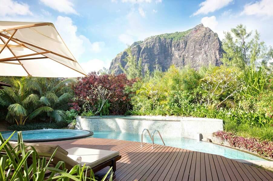 Au LUX* Le Morne à l'île Maurice, certaines suites bénificient de leur propre piscine et d'un bain à remous.