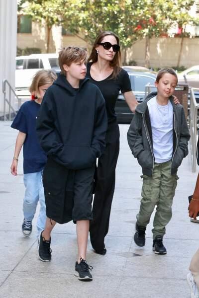 Angelina Jolie, ses jumeaux, Vivienne et Knox, et Shiloh