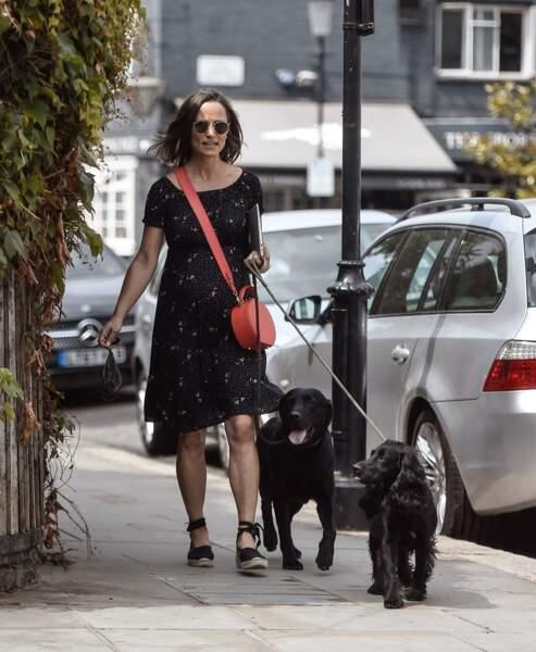 Pippa Middleton ne quitte plus ses espadrilles compensées qu'elle possède en plusieurs couleurs