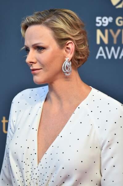 La princesse Charlene de Monaco était radieuse en robe Louis Vuitton et boucles d'oreilles signées Graff