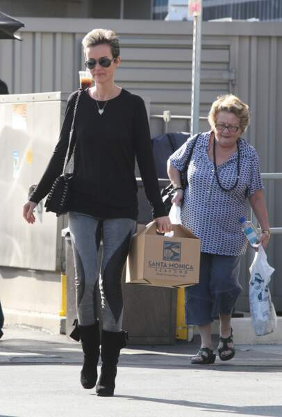 Laeticia Hallyday et sa grand-mère Mamie Rock en train de faire des emplettes à Los Angeles en 2011
