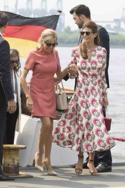 Brigitte Macron : sa robe Louis Vuitton rose cette fois mais coupe toujours droite et courte pour le G20 à Hambourg