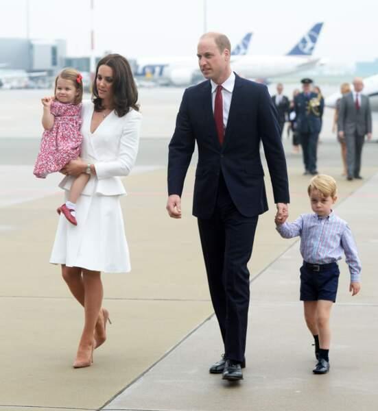 Charlotte, Kate, William et George à leur arrivée à l'aéroport Chopin à Varsovie le 17 juillet 2017