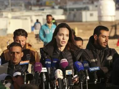 PHOTOS – Angelina Jolie visite un camp de réfugiés en Jordanie avec ses deux filles Zahara et Shiloh