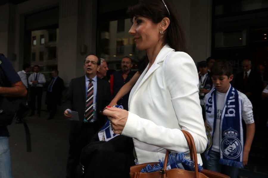 Veronique Zidane (la femme de Zinédine Zidane) se rend au Meazza Stadium avec son fils Elyaz en 2016