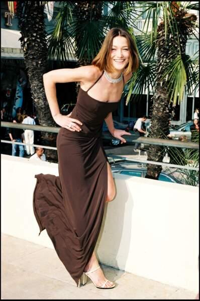 Carla Bruni au Festival de Cannes. En 1998, elle devient chanteuse.