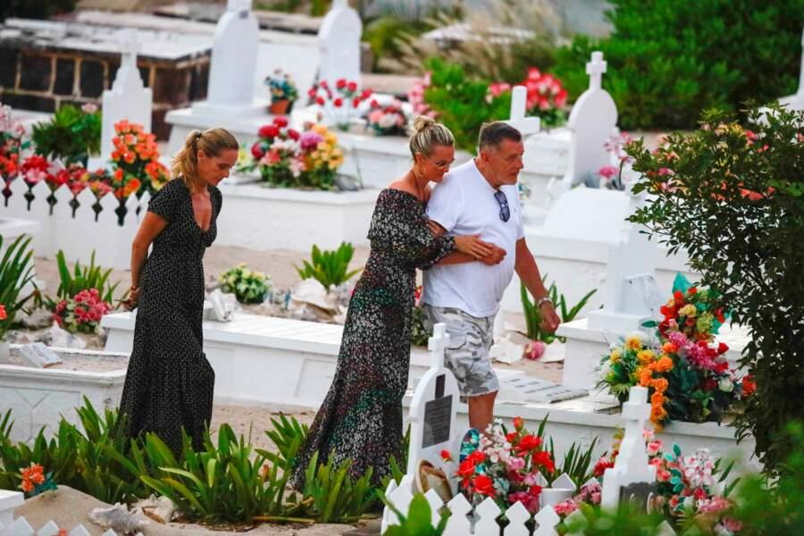 Marie Poniatowski, Laeticia Hallyday et Jean-Claude Camus au cimetière de Lorient à Saint-Bart le 24 avril 2018