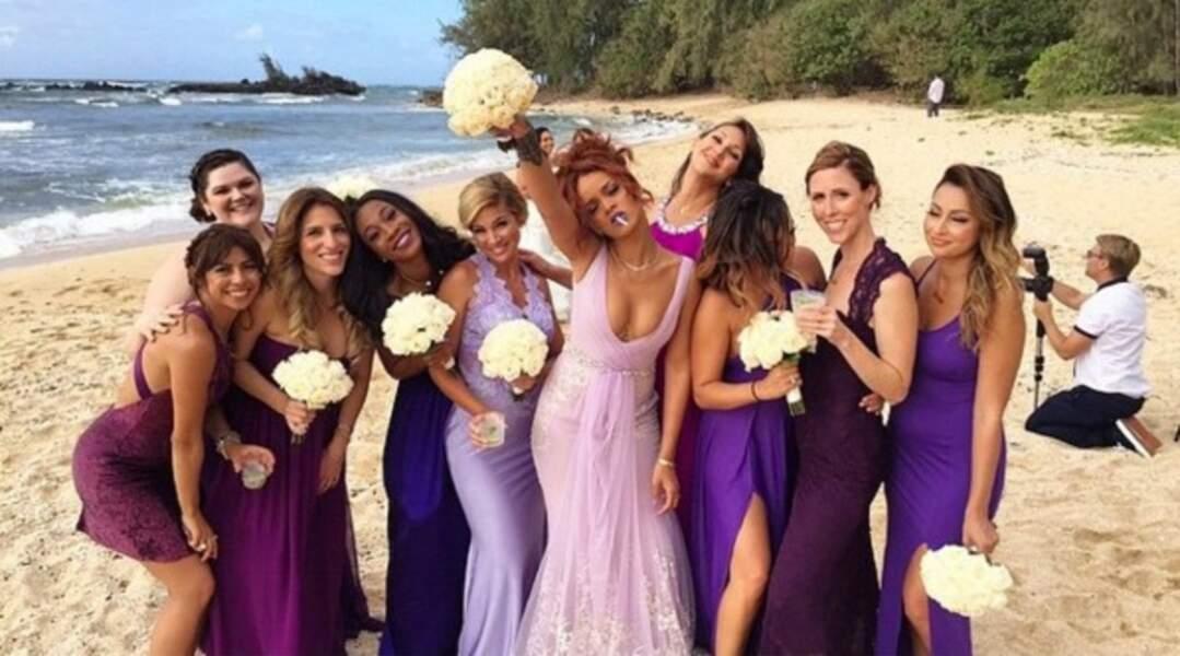 Rihanna (bien au centre!) en avril 2015 au mariage de son assistante