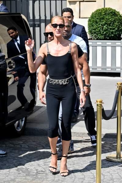 Céline Dion assure que la mode lui a servi de thérapie après la mort du père de ses 3 fils