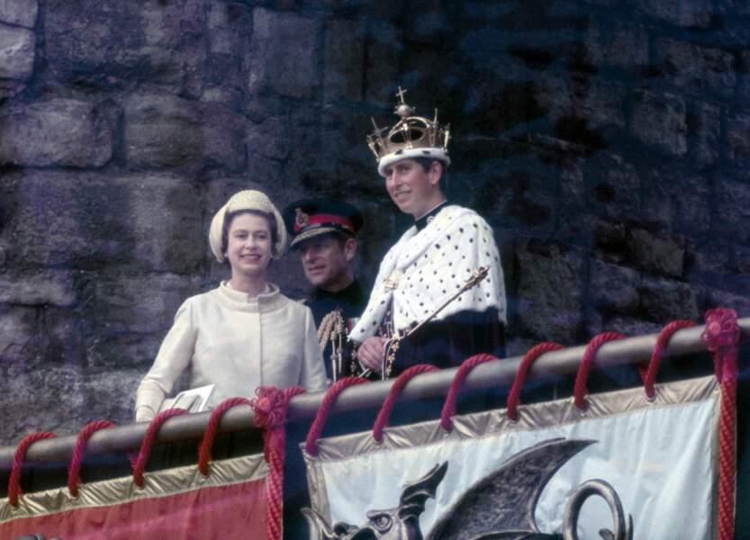 Elizabeth II, Philip et Charles lors de son investiture en tant que prince de Galles, le 1er juillet 1969