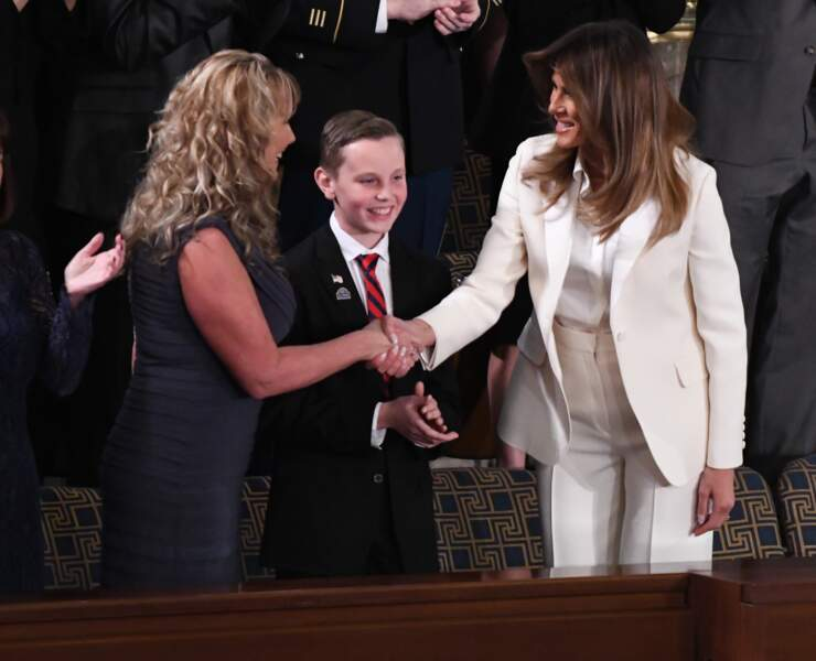 C'est un tailleur-pantalon blanc, griffé Dior, qu'elle avait choisi pour l'occasion.