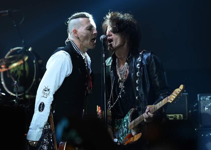 Johnny Depp se produit à un concert à Moscou, en Russie, le 28 mai