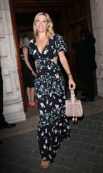 Chelsy Davy très chic en robe longue fleurie et bohème