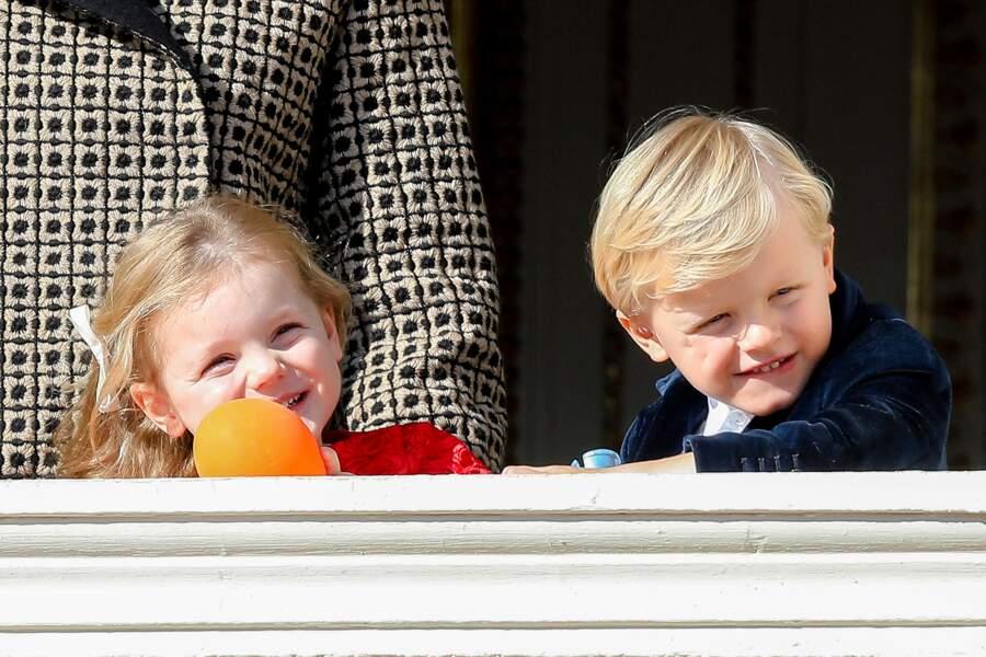 Gabriella et Jacques au balcon du palais lors de la fête nationale monégasque, le 19 novembre 2018