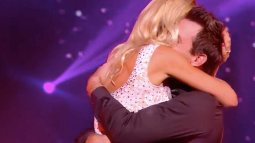 L'ancienne miss France se jette dans les bras de son maris à la fin de la danse