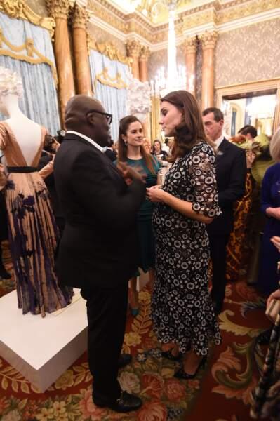 Kate Middleton, en pleine discussion avec le styliste Edward Enninful