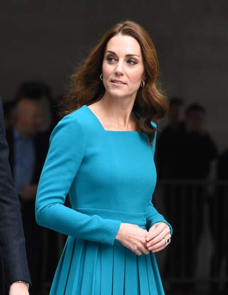 Kate Middleton, en robe Emilia Wickstead, arrive à la BBC Broadcasting House à Londres le 15 novembre 2018